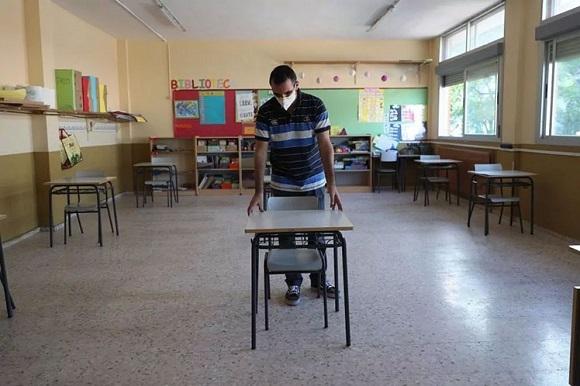Huelga de docentes españoles por inseguridad en aulas ante Covid-19