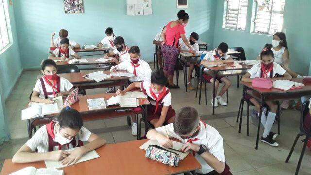Docentes guantanameros se preparan para reinicio del curso en septiembre