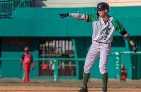 César Prieto, líder de bateadores en la serie nacional