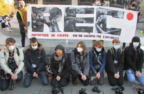 Franceses protestan contra violencia policial y polémica ley