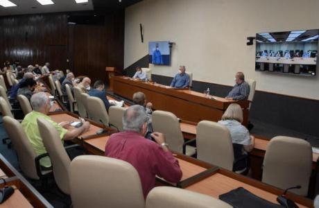 Resalta Díaz-Canel la unidad de la intelectualidad cubana y rechazó los intentos por mostrarla fragmentada