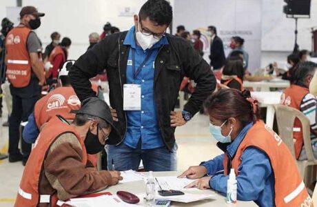 Revisan actas con inconsistencias en elecciones de Ecuador