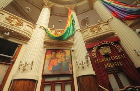 Bolivia decreta amnistía para perseguidos durante gobierno de facto