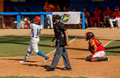 Granma a mitad de camino, dice Martí sobre la final beisbolera