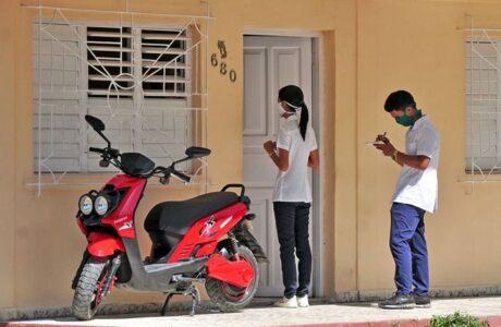 Estudiantes de Ciencias Médicas vitales en la lucha contra la COVID-19. Foto: Lorenzo Crespo Silveira