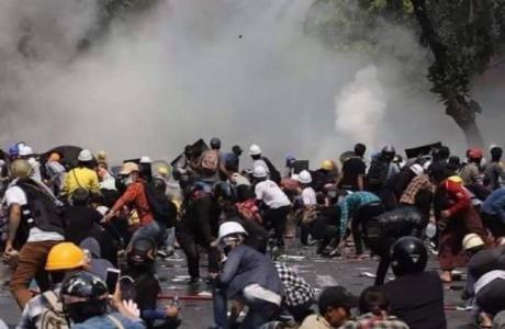 Represión en Myanmar deja más de 90 muertos en dos días