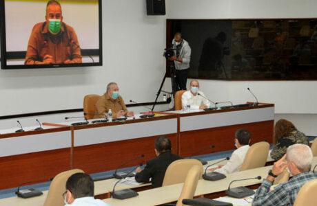 El Primer Ministro, Manuel Marrero evaluó la labor del MINEM en sus cuatro ramas principales. Foto: Estudios Revolución.