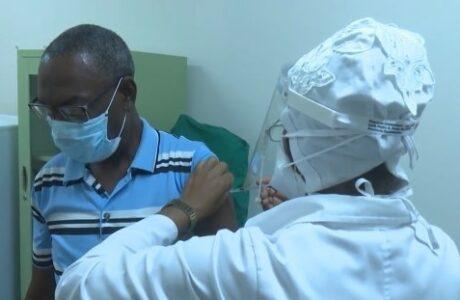 Comienza aplicación de segunda dosis de vacunas cubanas contra la COVID-19