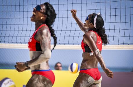 Guantanamera Yanisleidis Sánchez junto a Lidianny Echevarría derrotan a Holanda en Circuito Mundial de Voleibol de Playa
