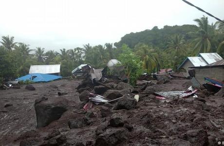 Indonesia contabiliza decenas de desaparecidos tras inundaciones