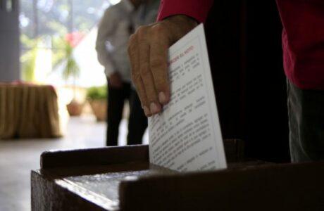 Delegados del 8vo Congreso del Partido eligen Comité Central: Raúl fue el primero en votar