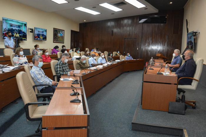 Cuba, en transmisión comunitaria, aprueba nuevo Plan de medidas
