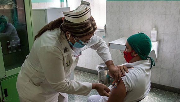Avanza en Cuba intervención sanitaria con Soberana Plus, en trabajadores de salud convalecientes de covid-19