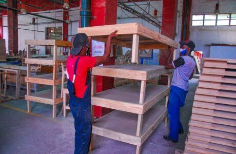 Produce Muebles Imperio camas para centros de aislamiento