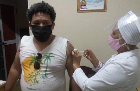 Acanza en Guantánamo inmunización con con vacuna cubana Abdala