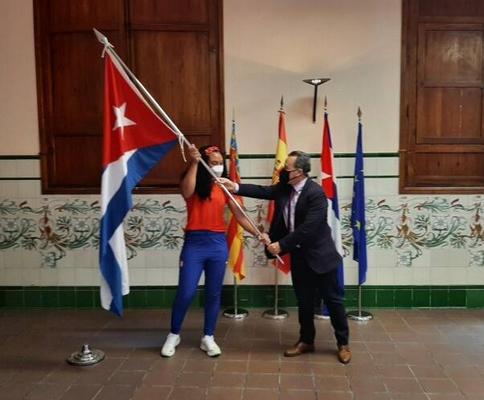 Yaimé POérez recibe la bandera en España