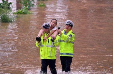 Fuertes lluvias dejan más de 30 muertos en China a medida que avanzan hacia el norte del país