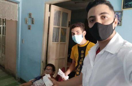 Médicos guantanameros también se despliegan online en su combate a la pandemia