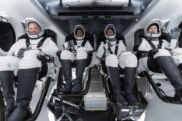 Cuatro turistas espaciales regresan a la Tierra luego de tres días en el espacio