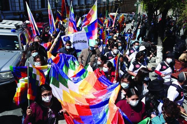 Expectación en Bolivia ante movilizaciones por ultraje a la wiphala