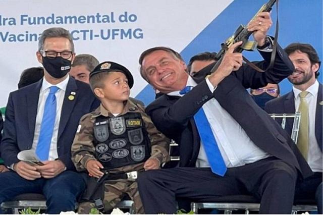 Reproches a Bolsonaro por vincular infancia con armas en Brasil