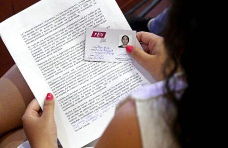 Entregan carnet de la FEU a estudiantes de primer año de la Universidad de Guantánamo