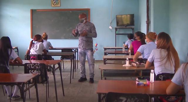 Escuelas de San Antonio del Sur y Baracoa recibieron a sus alumnos