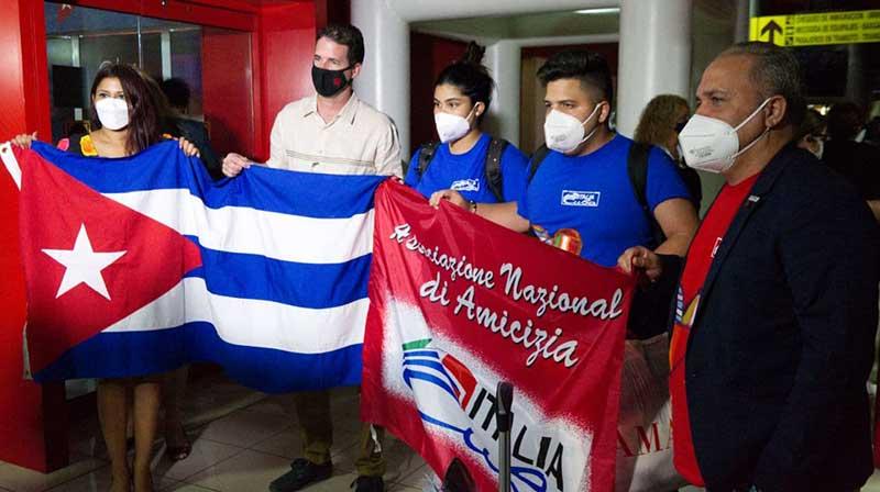 Arriba vuelo con donación organizada por el proyecto solidario entre Cuba e Italia Por un abrazo