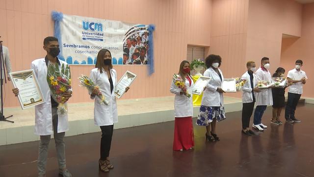 Reconoce Universidad de Ciencias Médicas de Guantánamo a sus mejores graduados