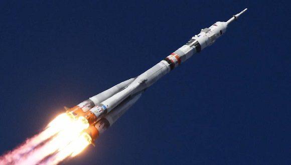Desafío en el cosmos: Parte desde Baikonur equipo que filmará primera película en el espacio