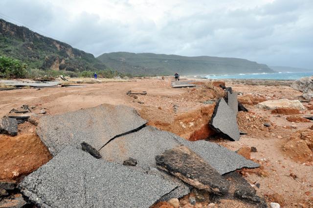vial destruido por paso del huracán mathew