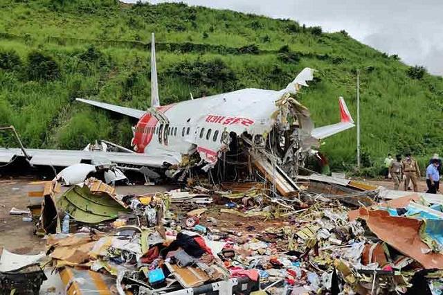Aumentan a 18 los muertos del accidente de avión en la India
