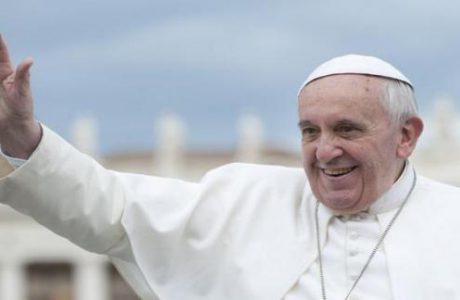 Papa Francisco es operado con éxito