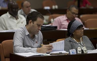 Parlamento cubano debate sobre ingreso a Educación Superior