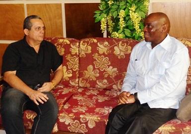 Visita embajador de Sudáfica a Guantánamo
