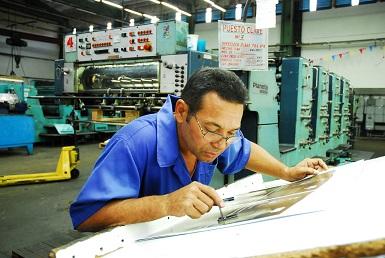 Guantánamo: Cumplen empresas gráfica y textil compromiso con curso escolar (foto tomada del blog desdeesteladodelaisla.wordpress.com)
