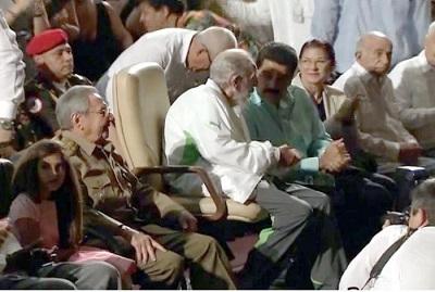Fidel Castro asiste a gala cultural por su 90 cumpleaños