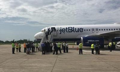 Llegada del primer vuelo comercial Estados Unidos-Cuba a Santa Clara