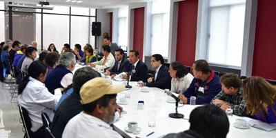 Maestros en México continuarán mesa de diálogo con gobierno